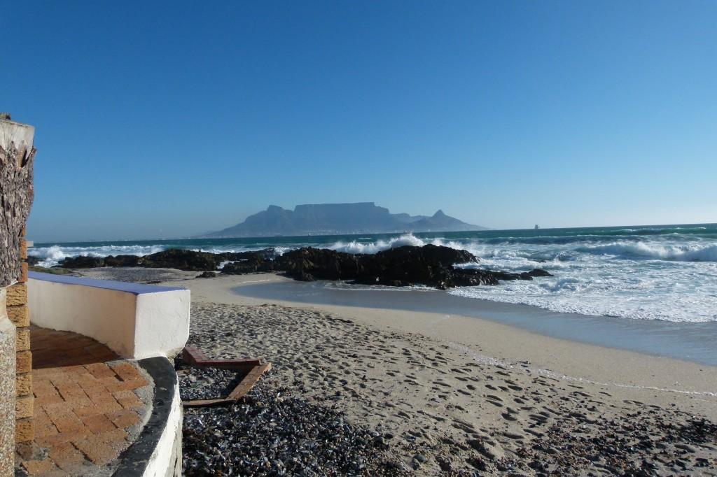 Blick auf den Tafelberg von Bloubergstrand